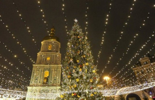Київ: після свят головну ялинку здадуть на переробку