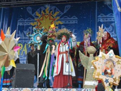 Маланка, Коза, колядки та щедрівки: у центрі Луцька – різдвяний фестиваль (ФОТО)