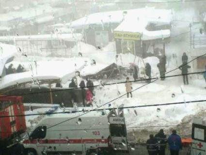 В окупованій Макіївці дах ринку впав на людей, є жертви (відео)