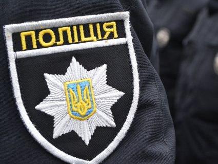 У Києві невідомі в масках блокували підрозділ поліції
