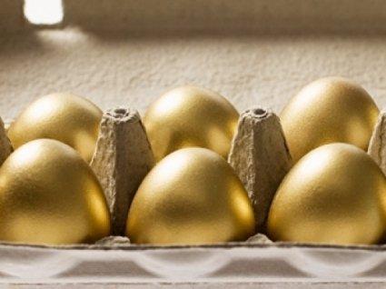 У Росії почали продавати «Путінський десяток яєць»: насправді їх в лотку дев'ять