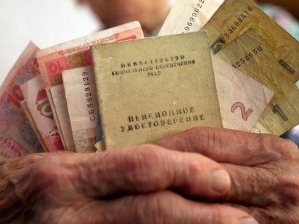 Пенсії для українців: кому підвищать у 2019-му, а хто взагалі не отримає пенсії