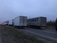 Доба очікування: на Ягодині черга з 400 вантажівок