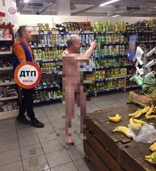 У столичному супермаркеті бігав голий чоловік (ФОТО)