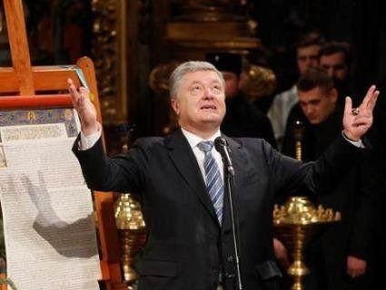 «Ідіть ви… до церкви»: у Черкасах  Порошенко проігнорував запитання про корупцію ( відео)