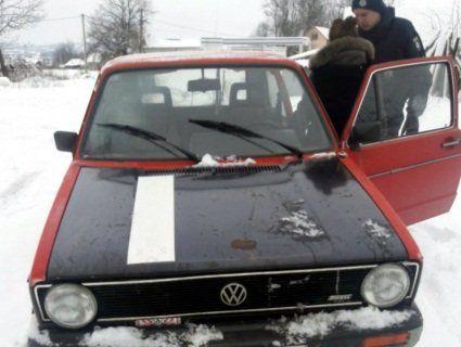 «Гарлі Квінн»: на Буковині перехопили викрадене авто із п'яною школяркою за кермом (фото)