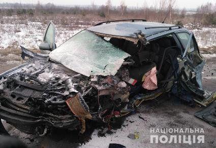 Жахлива аварія на Волині: легковик перетворився на купу брухту (фото, відео)