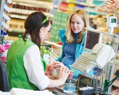 В Україні дозволять знімати готівку на касах супермаркетів