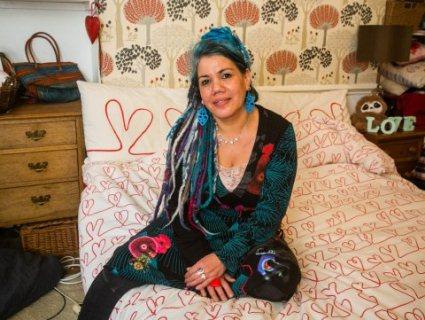 Жінка вийде заміж за ковдру, бо та «добре обіймається» (фото)
