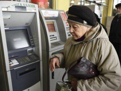 Пенсії, можливо, будуть затримувати: в бюджеті не вистачає грошей