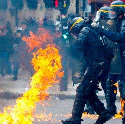 «Червоні шарфи» проти «жовтих жилетів»: у Франції нові мітинги