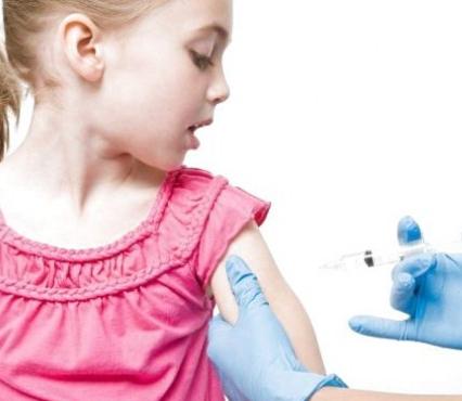 Тиждень на роздуми: у Рівному батьків змушують вакцинувати дітей від кору