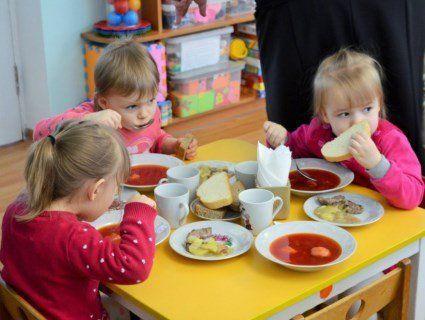 Хто заплатить за харчування дітей у дитсадках: нове рішення Луцькради