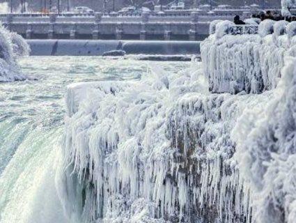 У США – аномальні морози: замерз водоспад Ніагара