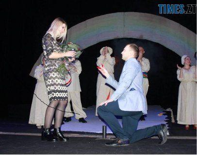 У Житомирі чоловік освідчився на театральній сцені