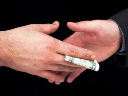 На Одещині митник вимагав хабар за розмитнення «євроблях»