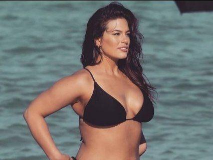 Відома модель презентувала купальники для пишнотілих жінок (відео)