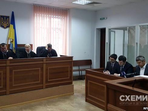 У «бідного» Насірова знайшли підпільні 300 тисяч баксів (фото)