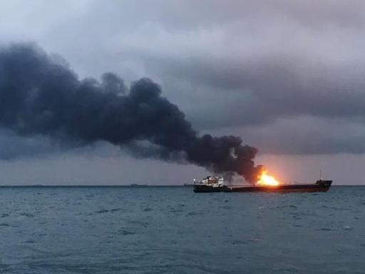 Біля Криму палають танкери зі скрапленим газом (відео)