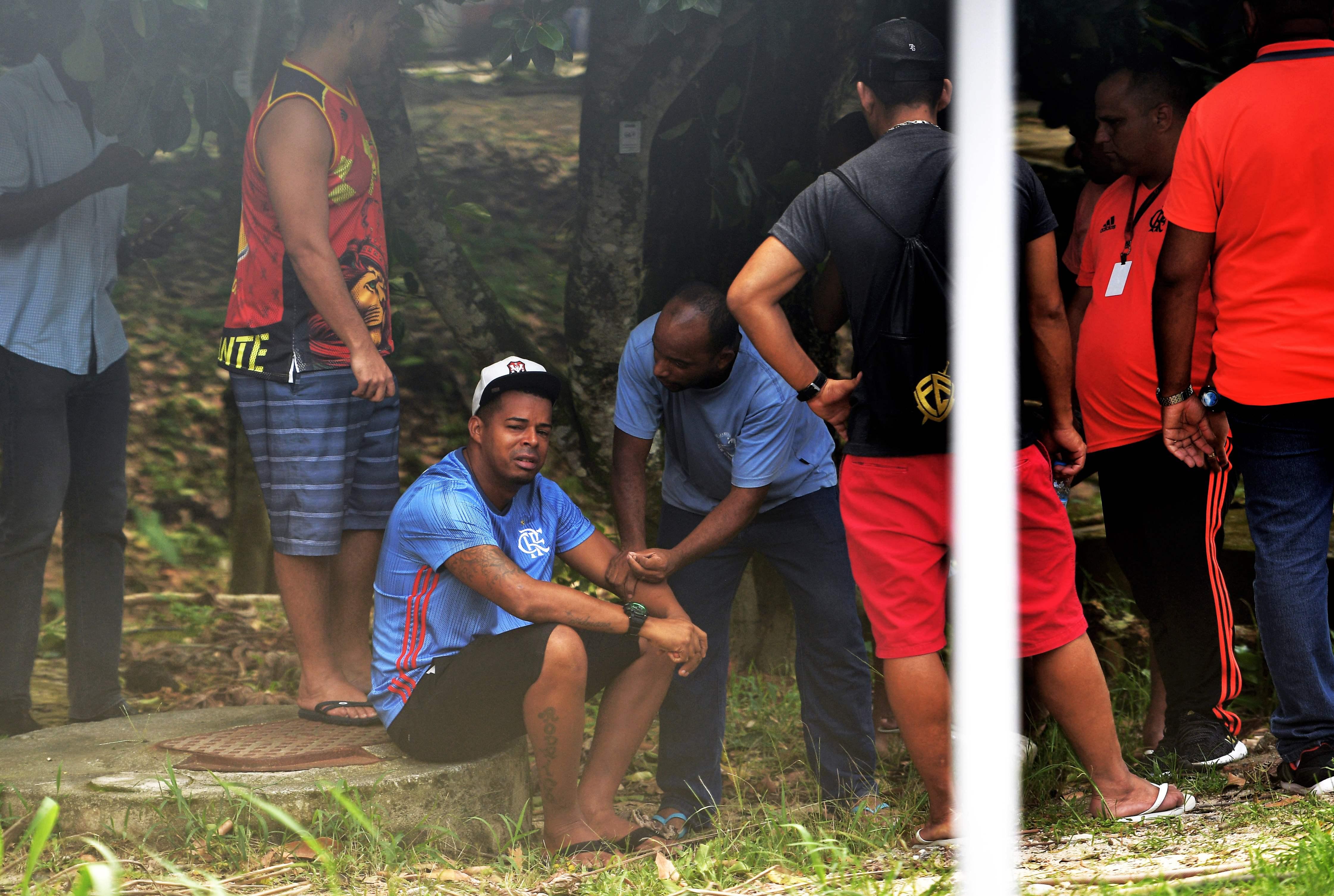 в бразилії згоріли 10 футболістів