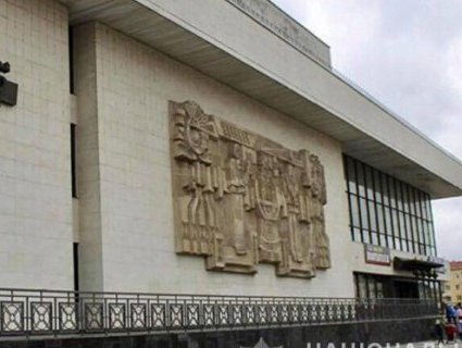 На Прикарпатті 20-річний юнак двічі «мінував» головний театр міста