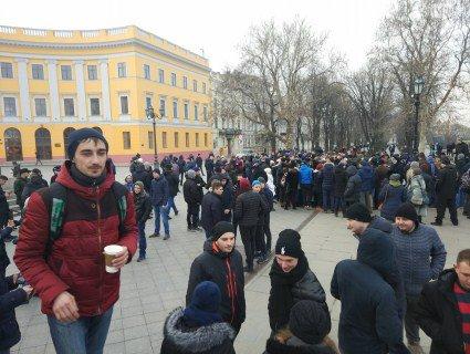 В Одесі провчили «професійну масовку»: зібрали фейковий мітинг за міфічного кандидата в президенти