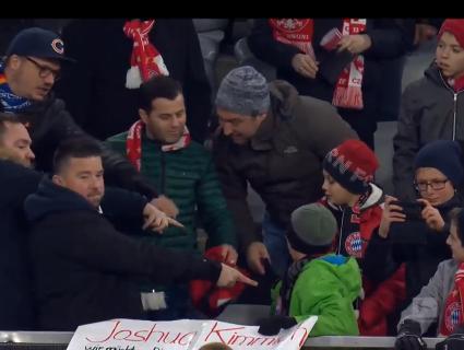 Вболівальники заступилися за хлопчика, в якого з рук вирвали сувенірну футболку (відео)