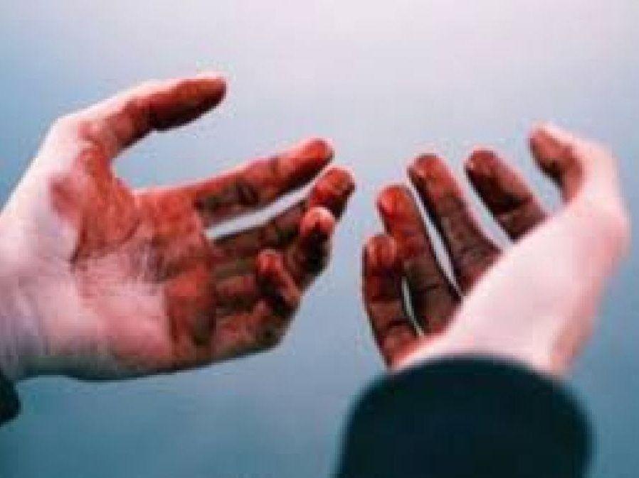 11 ножових: посеред вулиці чоловік зарізав доньку