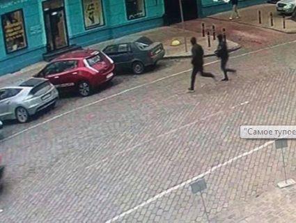 «Тупий і ще тупіший»: в Одесі грабіжники, тікаючи від погоні, забігли в поліцію