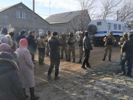 В окупованому Криму ФСБ обшукує помешкання кримських татар