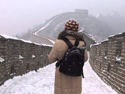 «Туристопад»: Китайська стіна перетворилася на гігантську льодову гірку (відео)