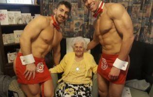 Стриптиз для бабусі: голі офіціанти привітали британку зі 100-річчям (фото)