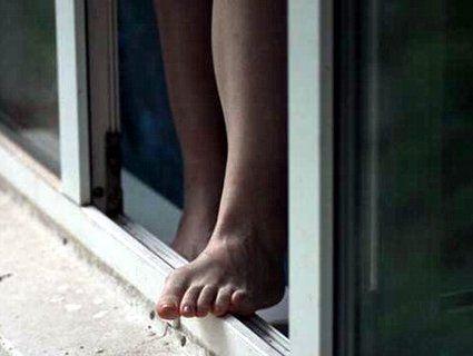 У Києві жінка викинулася з вікна