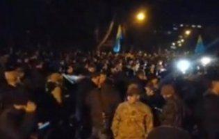«Бандера вставай»: у Києві сотні націоналістів мітингують біля МВС (відео)