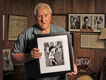 Помер моряк зі знаменитого фото «Поцілунок на Таймс-сквер»