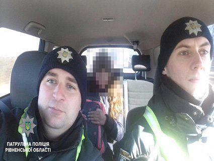 Рівненські поліцейські підвезли дівчинку, якій не вистачило грошей на автобус