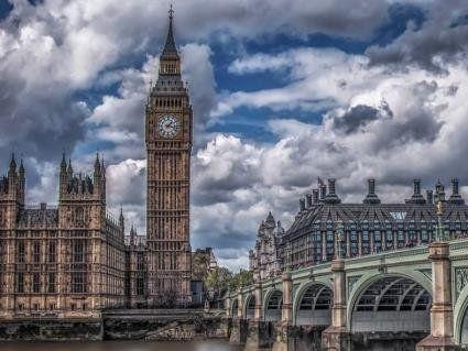 У Британії чоловіка голяка виставили на вулицю (фото, відео 18+)