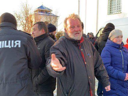 «Даю годину і всіх буду розстрілювати» – настоятель УПЦ МП села Жидичин Володимир Гелета (фото, відео)