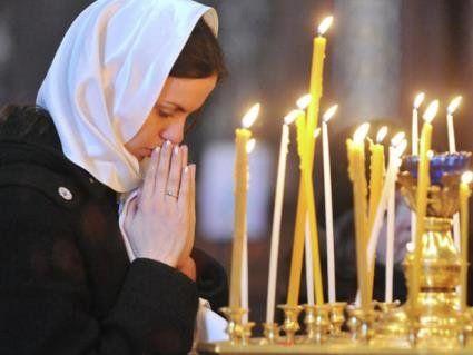 Чи провокує та відволікає від молитви жінка, що зайшла до церкви без хустки – ПЦУ