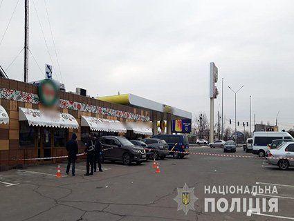 «Радянське свято» зі стріляниною: на АЗС чоловіки побилися через вітання