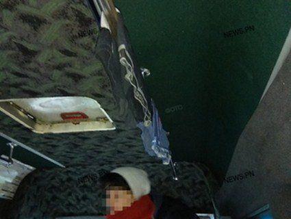 Це вже край: у Миколаєві шофер сушив труси в маршрутці (фото)