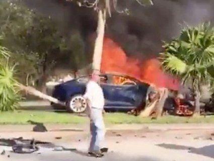 У США Tesla вбила водія, замкнувши всі двері після ДТП