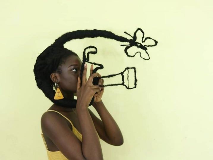 Картини на голові: художниця творить шедеври із власного волосся (фото)