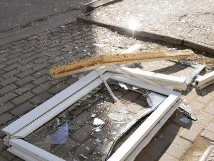 Рвонуло: встановлюють причини вибуху квартири в Чернівцях (фото, відео)