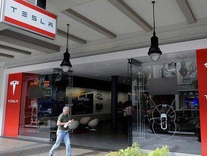 Магазини — геть: Tesla продаватиме авто лише через інтернет