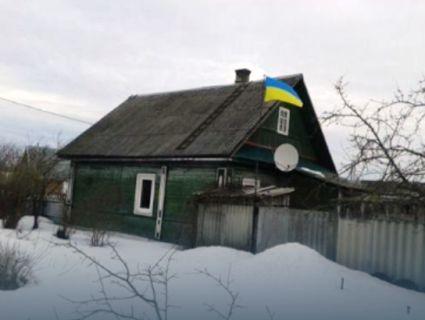 Росіянин підняв над будинком у Тверській області український прапор (фото)