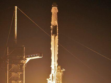Політ андроїда на космічному кораблі Ілона Маска ( відео)