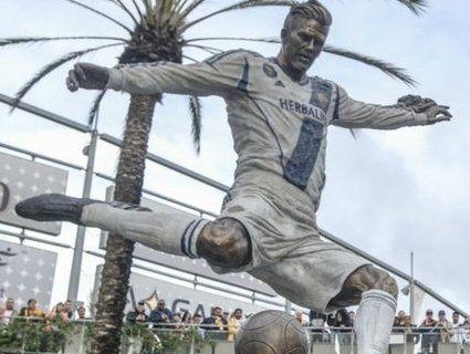 При житті: Бекхему встановили пам'ятник (фото)
