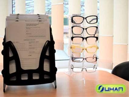 У луцькому ЦНАПі видають окуляри