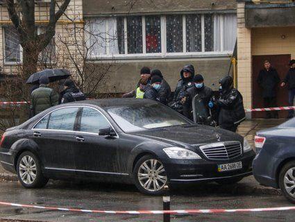 У Києві «гучна мокруха»: убивця в одязі «копа» розстріляв чоловіка в Mercedes (фото)